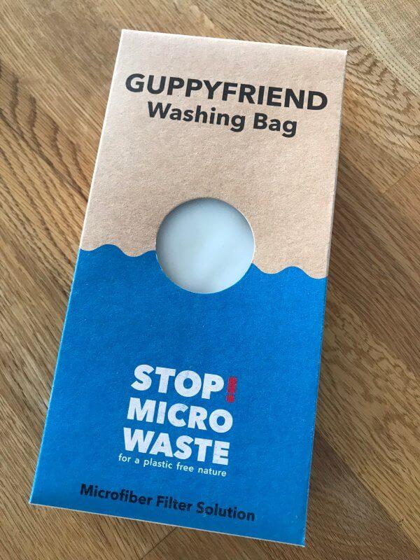 Verpackung des Guppyfriend-Waschbeutels aus Pappe